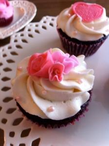 beautiful sweetheart rose cupcakes